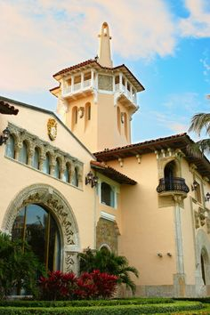 The Mar-a-Lago Club (Palm Beach, Florida) Spanish House, Spanish Colonial, Spanish Style, Palm Beach Fl, Palm Beach County, Tuscan Style Homes, Courtyard House, Old World Style, Mediterranean Homes