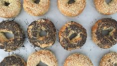 The bread machine does the heavy work, but you still boil and bake these bagels. Top them with poppy seeds, garlic or whatever pleases you. Bagel Recipe Bread Machine, Bread Maker Recipes, Cinnamon Raisin Bagel, Cinnamon Bread, Cooking Bread, Cooking Recipes, Bread Baking, New York Bagel, Seed Bread