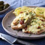 Tepsis karaj póréval, fetával és baconnel Baked Potato, Bacon, Potatoes, Ethnic Recipes, Food, Kochen, Potato, Meals, Baked Potatoes