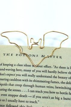 These simple wire page holders. | 24 Brilliant Bookmarks You Need In Your Life