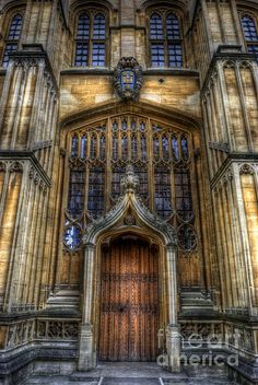 Bodleian Library Door, Oxford University, Oxford England. Photo Yhun Suarez