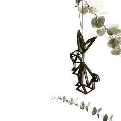 Dekoracje @feliusdesign  z naszego sklepu u Rafała w domu , pięknie prezentują się na gałązkach eukaliptusa