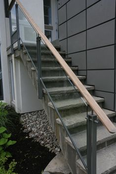 4 Stuning Wooden Railing With Glass For Stairs Place of Origin: Guangdong, China (Mainland)Brand Name: Hereditary StairModel Exterior Stair Railing, Outdoor Stair Railing, Patio Stairs, Wrought Iron Stair Railing, Stair Railing Design, Railing Ideas, Exterior Doors, Glass Stairs, Glass Railing