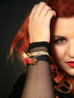 Lycra black or beige adjustable golden snowflake bracelet with red, black or beige rose . Handmade Bracelets, Handmade Jewelry, Bubble Wrap Envelopes, Beige Color, Bracelet Making, Red Black, Rose, Stuff To Buy