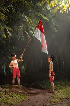 I Love Indonesia. Andri discover love on indonesia Tetap bersyukur Kids Photography Boys, Art Photography, Logo Online Shop, Iphone Background Images, Indonesian Art, Art Pictures, Photo Art, Cool Photos, Persona