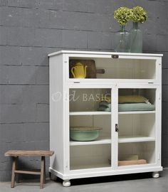 China Cabinet, Bathroom Medicine Cabinet, Cupboard, Room Inspiration, Bookcase, New Homes, Shelves, Storage, House Styles