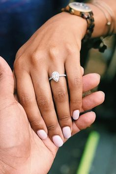 33 Stunning Teardrop Engagement Rings You'll Be Completely Obsessed With