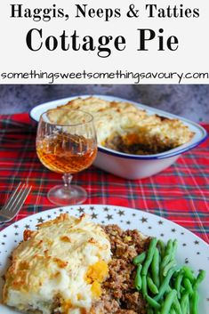 Haggis neeps and tatties cottage pie - a Scottish variation on a classic cottage pie! Entree Recipes, Easy Dinner Recipes, Beef Recipes, Delicious Recipes, Dinner Ideas, Yummy Food, Scottish Recipes, Turkish Recipes, British Recipes
