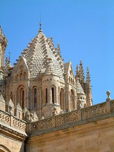 Torre del Gallo of the Vieja Cathedral in Salamanca - Castile and León, Spain Unusual Buildings, Beautiful Buildings, Amazing Architecture, Architecture Details, Monuments, Famous Wines, Spain Images, Romanesque Architecture, Iglesias