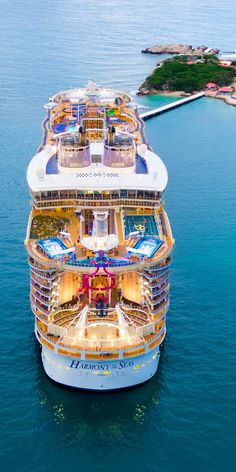 A most revealing overhead view of one of the world's largest cruise ships, Royal Caribbean International's Allure of the Seas. Royal Caribbean Ships, Royal Caribbean Cruise, Cruise Travel, Cruise Vacation, Beach Travel, Crucero Royal Caribbean, Bateau Yacht, Biggest Cruise Ship, Sports Nautiques