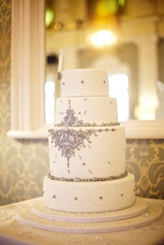 Vintage Jewelery Wedding Cake