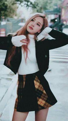 BLACKPINK (블랙핑크) consists of 4 members: Jisoo, Jennie, Rosé, and Lisa. On October BLACKPINK has officially signed with the U. Blackpink Fashion, Korean Fashion, Fashion Outfits, Foto Rose, Rose Bonbon, Kim Jisoo, Black Pink Kpop, Black Pink Rose, Blackpink Photos