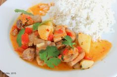 PicNic: Chicken Poached in Coconut Curry Source by maggymaes Bbq Chicken, Chicken Recipes, Meals To Make With Chicken, Friend Recipe, Coconut Curry, Asian, Skinny Recipes, Main Meals, Yummy Food