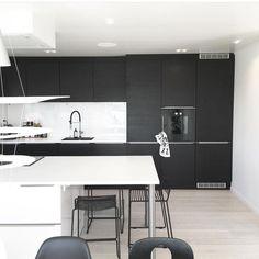 ✖️Loving this image we stumbled across on @noeblog featuring a @jkedesignas kitchen setup. ✖️ #urbancouturedesign #kitchen