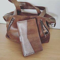Titijala_360 sur Instagram: Une nouvelle cousette assortie au sac offert à Noël pour ma Mamounette ❤️ Et voilà un joli portefeuille avec une petite touche glam' Les…
