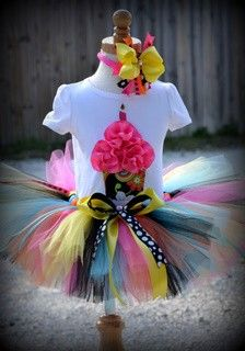 3D Birthday Cupcake Girl Tutu Set with FREE Hair bow or flower perfect for first birthday party and more SIZE 4T and 5T. $56.95, via Etsy.
