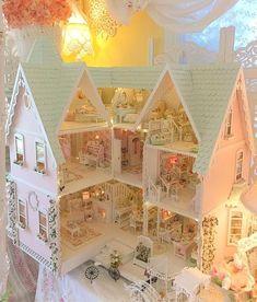 33 Ideas Doll House Barbie Shabby Chic For 2019 Miniature Rooms, Miniature Houses, Miniature Furniture, Doll Furniture, Dollhouse Furniture, Dollhouse Kits, Dollhouse Dolls, Dollhouse Miniatures, Victorian Dolls