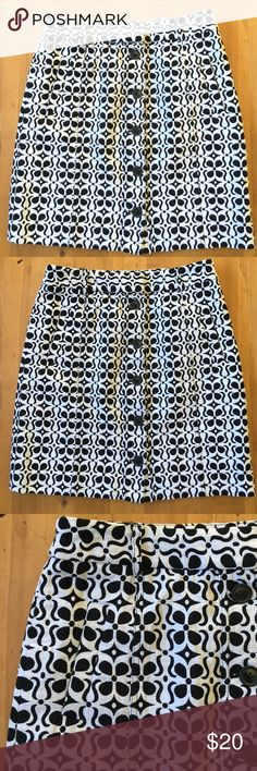 Adrienne Vittadini Skirt Excellent condition black and white cotton good quality size 8 buttons up the front two faux pockets in the front of skirt 20 in long 32 in waist Adrienne Vittadini Skirts Midi