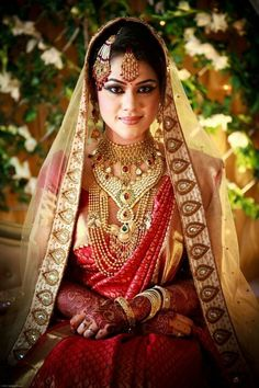 Gorgeous Indian bride, jhumar - jhoomar, maang tikka, gold necklace, long, kundan - polki, bridal silk saree