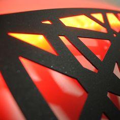 Testate letto retro-illuminata, testiere per letto matrimoniale dal design moderno realizzato in metallo con tecnologia taglio laser. Idea regalo di nozze. www.nikla.eu