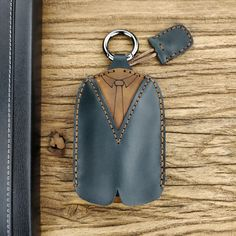 Men Genuine Leather Casual Creative Clothing Shape Key Set Casual Key Bag For Men Leather Ring, Leather Keychain, Leather Bags Handmade, Leather Craft, Leather Wallet Pattern, Leather Key Holder, Key Bag, Coin Bag, Leather Projects