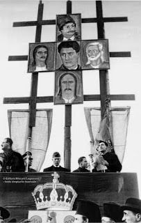 Mareşalul Ion Antonescu: Discursul Mareșalului Ion Antonescu de la Alba Iulia - 1 Decembrie 1940 1 Decembrie, Dankest Memes, World War, Rug, Military, World War One, Thank You Memes, Rugs