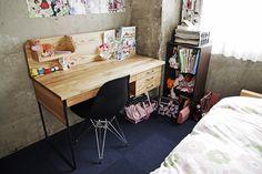 HACHI KAGUの学習机。 Turbulence Deco, Loft Design, Kid Spaces, Office Desk, Corner Desk, Sweet Home, Interior, Kagu, Furniture
