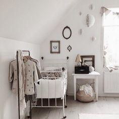 A simple and very sweet nursery in natural tones Baby Bedroom, Baby Room Decor, Nursery Room, Boy Room, Kids Bedroom, Kids Rooms, Nursery Decor, Daughters Room, Kids Room Design