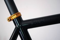 BLKTRK Carbon - Gold Edition www.asfaltshop.cat