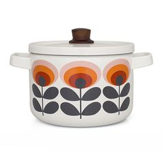 Bring retro charm to the kitchen with this Oval Enamel Casserole Pan from Orla Kiely. Made from strong enamel, this charming casserole pan features the Oval Flower print and is complete with a Orla Kiely, Deco Table, A Table, Cocinas Kitchen, Jar Storage, Kitchen Items, Kitchen Stuff, Casserole Dishes, Casserole Pan