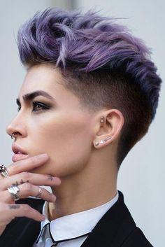 Kurzhaarfrisuren für Frauen, dunkle Haare lila färben, toller und attraktiver Haarschnitt