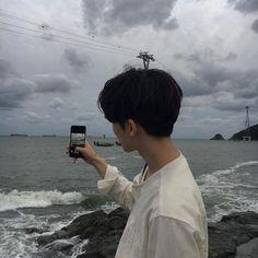 [Chanbaek] Baekhyun havia acabado de se mudar para Seul, e precisava … # Fanfic # amreading # books # wattpad Mode Ulzzang, Korean Boys Ulzzang, Cute Korean Boys, Ulzzang Boy, Asian Boys, Korean Aesthetic, Aesthetic Boy, Pretty Boys, Cute Boys