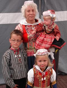 Marker Costume these kids have been in other Marken pictures. Just a little older here. Fun to see #NoordHolland #Marken