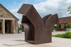Artist Eduardo Chillida's monumental sculptures are on show in the galleries and grounds of Hauser & Wirth in Somerset, England. Numerous pieces by the architecture-trained artist, who is best known for his large public sculptures, are on display at Hauser & Wirth Somerset. Each piece plays with ideas of solidity and its connection to empty space. Plaster Sculpture, Sculpture Clay, Somerset Garden, Ancient Greek Sculpture, Organic Structure, Architectural Sculpture, Study Architecture, History Of Photography, Small Sculptures