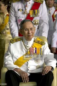 Thailand's king Bhumibol Adulyadej smiles on his birthday after leaving Siriraj hospital. Thailand's king Bhumibol Adulyadej was moved from the Siriraj hospital to Ananta Samakhom Throne Hall to make a public appearance on the occasion of his his 85th birthday as tens of thousands of people come to pay respect and get a rare chance to see him in person. It has been six years since His Majesty last gave a grand audience at Ananta Samakhom..