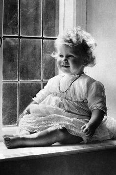 A lovely photo of Queen Elizabeth II as a baby.