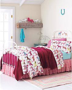 Perfect for a little girl's bedroom. I would've wanted this when I was younger! Super cute!