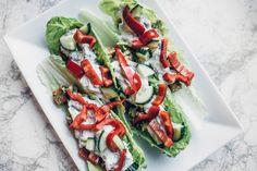 Salaatinlehtiwrapit tsatsikilla ja kasvispihveillä