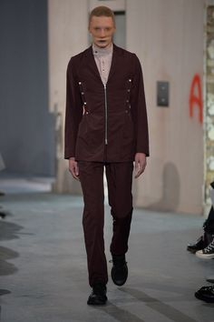 See the complete Kiko Kostadinov Spring 2018 Menswear collection.