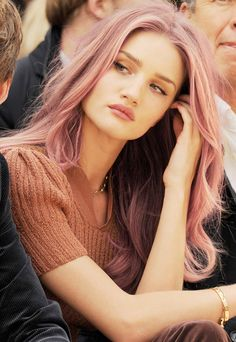 I like this dusty color over the richer pinks - LK pink hair rose gold hair Rosie Huntington Whiteley, Rosie Whiteley, Blond Rose, Corte Y Color, Coloured Hair, Rose Gold Hair, Dusty Rose Hair, About Hair, Hair Dos