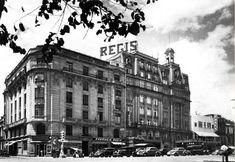 Así se veía el Hotel Regis, situado en la avenida Juárez, hacia los años treinta. Desde 1914 fue de los hoteles más enblemáticos, con el terremoto del 85 se derrumbó parcialmente, hoy se encuentra ahí la Plaza de la Solidaridad.  imagen: Col. Villasana-Torres Subido por: Edison Paz Trejo