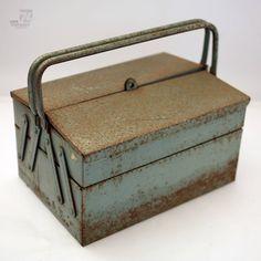 cyan74.com - vintage & pop culture | rusty tool box