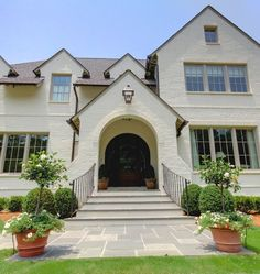 Beautiful Colors of Brick for Homes Ideas: Traditional House Exterior With Painted Brick Is One Of Brick Colors With Curved Steps And Open Landscape Brick Design, Exterior Design, Exterior Paint, Exterior Colors, Traditional Exterior, Traditional House, Paint Colors For Home, House Colors, Exterior Tradicional