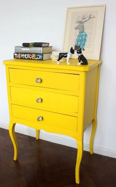 New yellow vintage furniture inspiration 48 ideas Yellow Painted Furniture, Colorful Furniture, Repurposed Furniture, Vintage Furniture, Furniture Makeover, Home Furniture, Furniture Ideas, Beautiful Interior Design, Design Interior