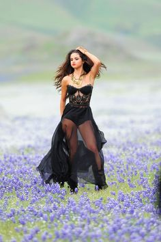 Selena gomez is my favorite singer! my two favorite songs are come and get it, and round and round by selena. Style Selena Gomez, Selena Gomez Music, Selena Gomez Fotos, Selena Gomez Pictures, Selena Gomz, Shall We ダンス, Trey Songz, Big Sean, Marie Gomez