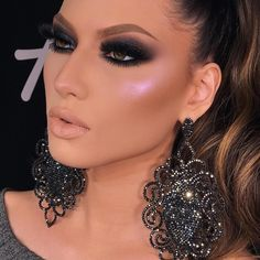 Makeuplooks Makeup Looks In 2019 Glam Makeup Look Glam Makeup Look, Sexy Makeup, Dark Makeup, Beauty Makeup, Eyebrow Makeup, Black Smokey Eye Makeup, Dramatic Eye Makeup, Colorful Eye Makeup, Makeup Goals