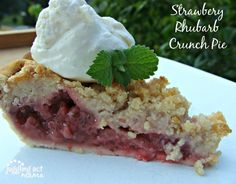 Strawberry Rhubarb Crunch Pie from Juggling Act Mama #strawberry #rhubarb #pie http://jugglingactmama.com/2012/07/strawberry-rhubarb-crunch-pie.html