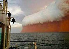 Det kunne ligne en scene fra en armageddon-film. Men naturfænomenet udspillede sig i virkeligheden ud for Australiens kyst. (POLFOTO)