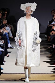 Comme des Garçons Spring 2012 Ready-to-Wear Fashion Show