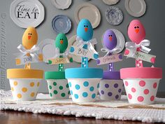 Easter Chick Craft: Colorful Place Holders from CraftsbyAmanda.com @amandaformaro